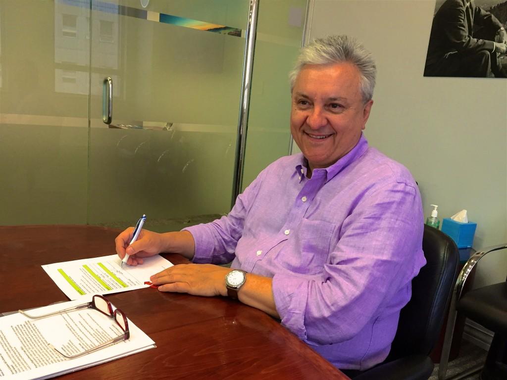Horst Simon, BLPA Executive sponsor, signing the charter
